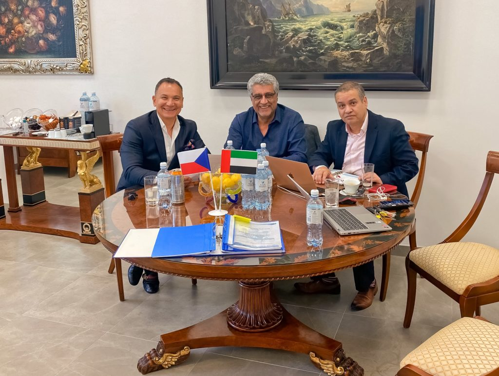 Výkoný ředitel BHMW a.s. Vojtěch Milko s arabskými obchodními partnery.